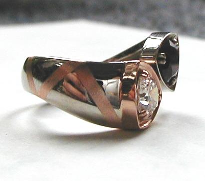 Foto - prsten s granátem a diamantem